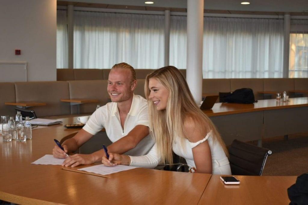Jutta Leerdam en Koen Verweij tekenen sponsoringcontract