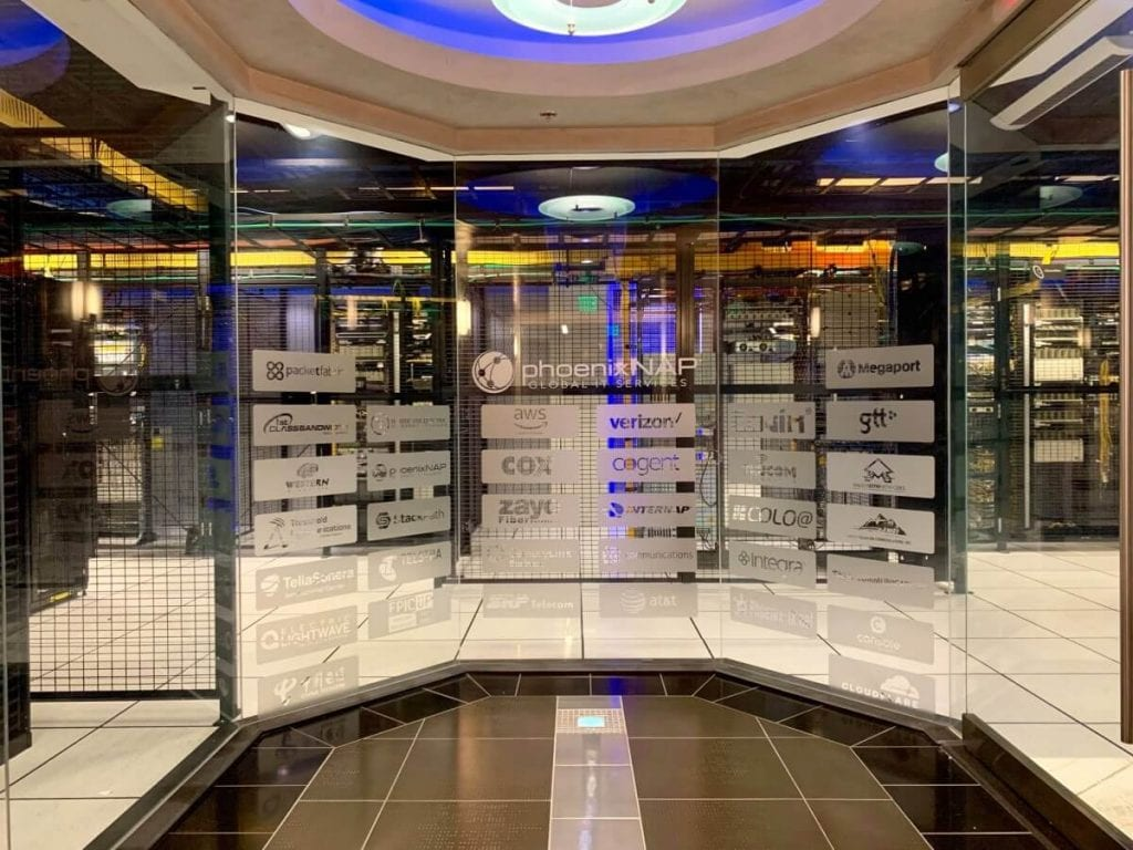 phoenixNAP - data center inside